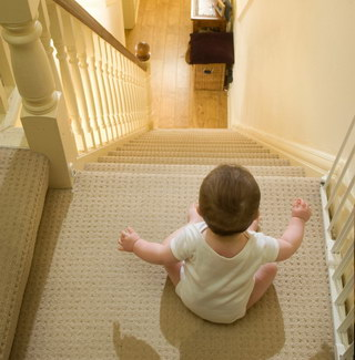 121_2_childstairs