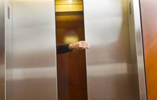B2ap3_thumbnail_elevator-hand-000010165414Medium.jpg